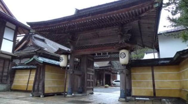 高野山・「無量光院」の住職「清胤」は、輝虎に「謙信」と言う法名を与えた