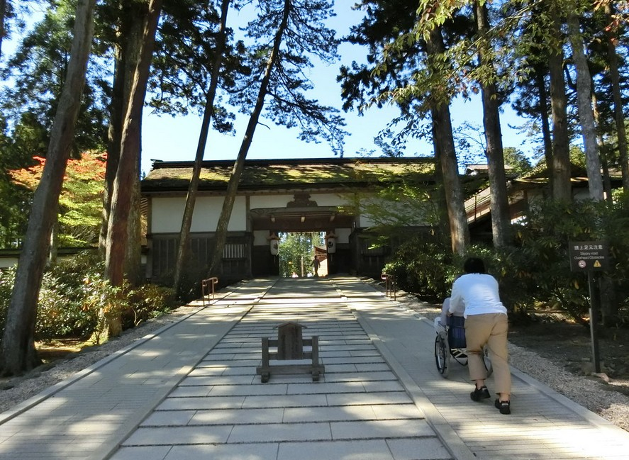 高野山・金剛峯寺を車椅子で拝観する場合は、ココから通る
