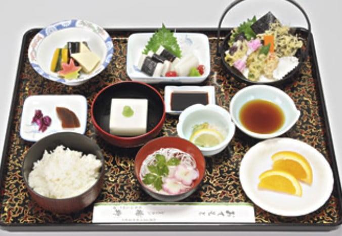 「レストラン楊柳(ようりゅう)」の「精進料理(もみじ)」