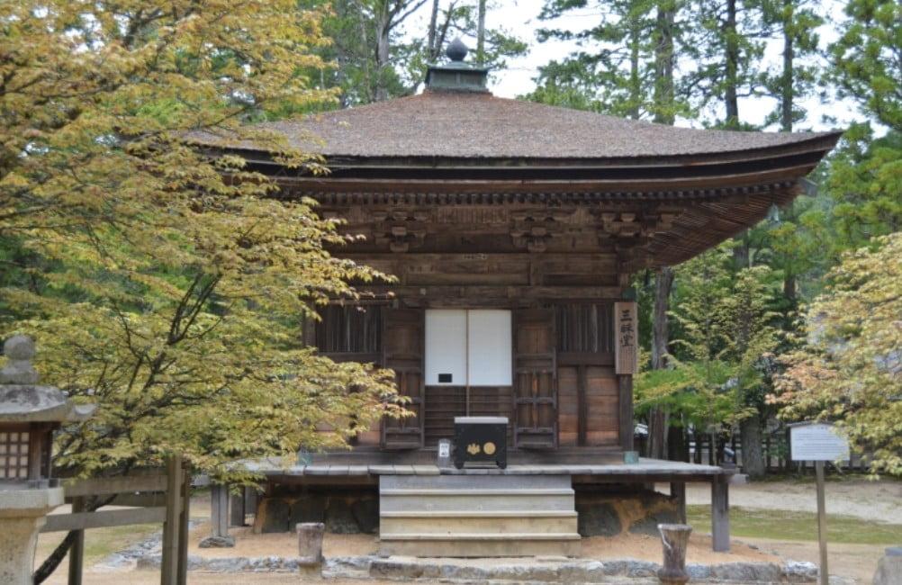 高野山・壇上伽藍「三昧堂(さんまいどう)」